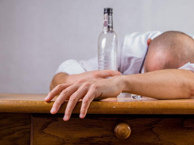 Если в семье кто-то пьет, то это кому-то нужно